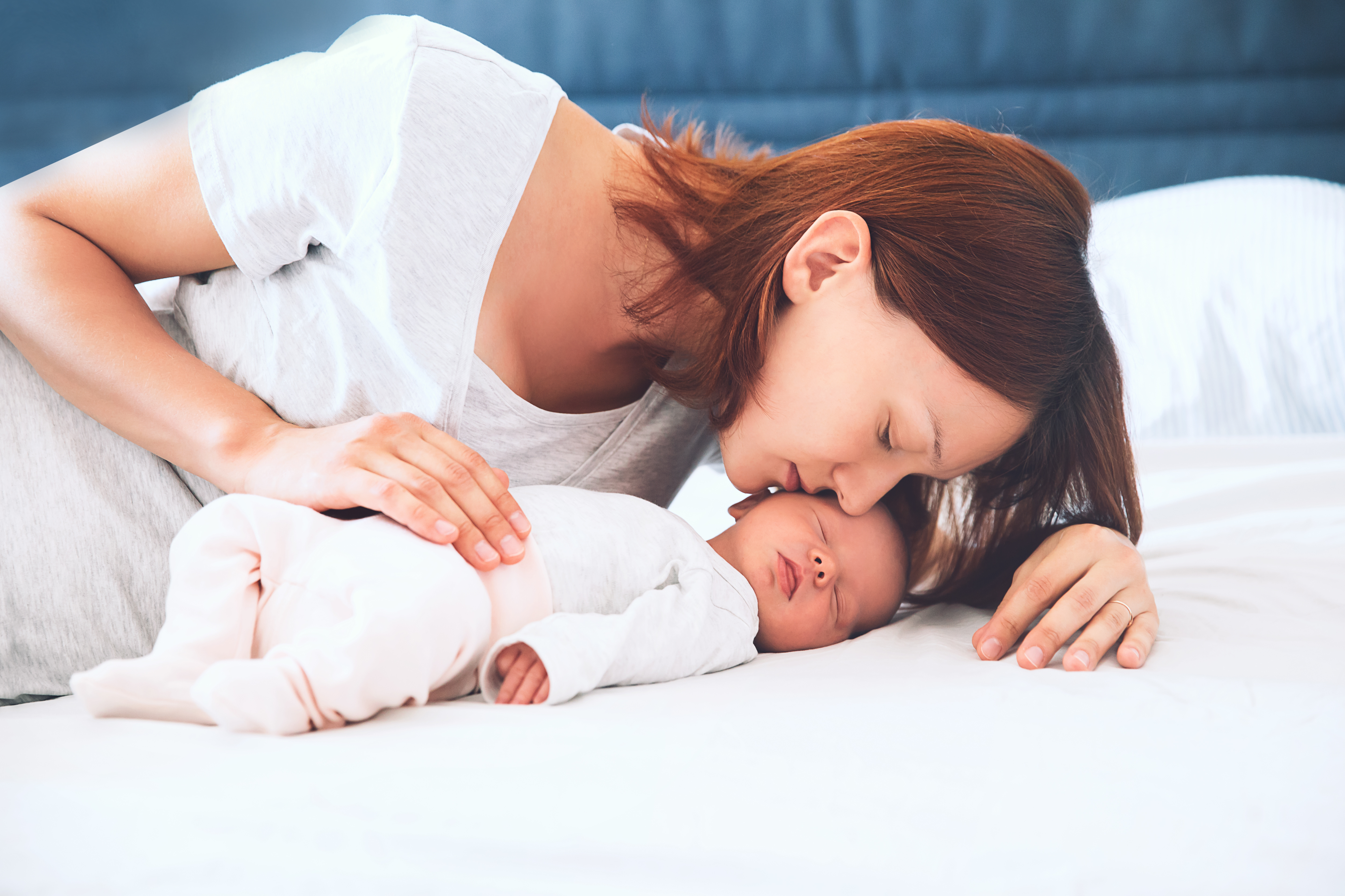 Co-sleeping or bed sharing with your baby: risks and ...
