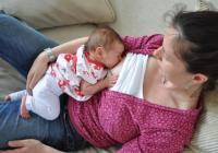 woman breastfeeding lying down