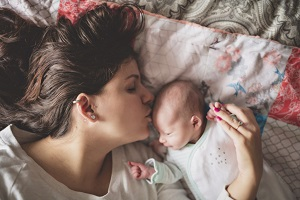 Mums: bonding with and getting to know your baby