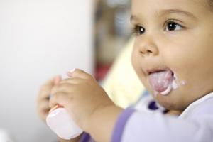baby feeding self yogurt